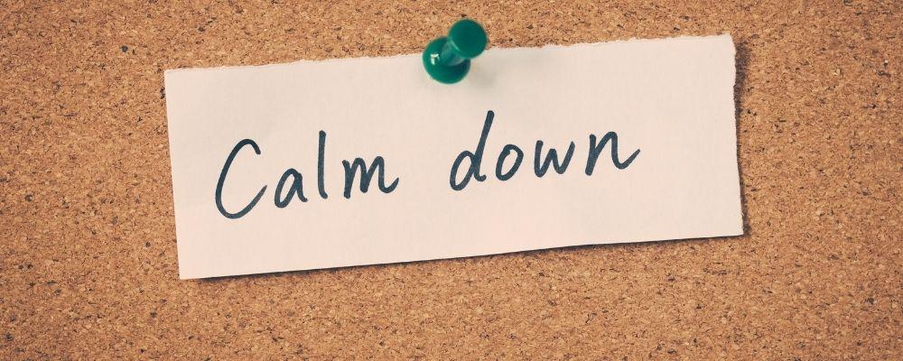 Papier met calm down erop