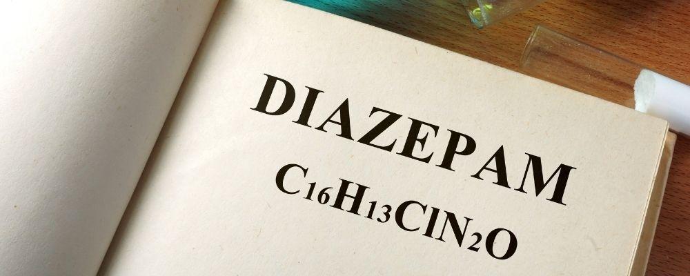 Boek met Diazepam erin geschreven
