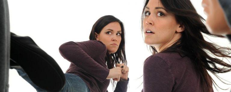 Vrouw die kiest om te vechten of vluchten