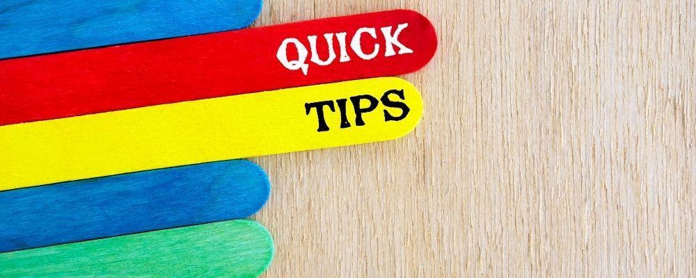 Kleurrijke bordjes waar quick tips opstaat